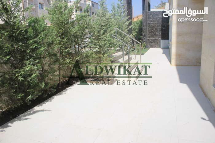 شقة ارضية جميلة للبيع في خلدا بمساحة بناء 270م مع حديقة وترسات 250م