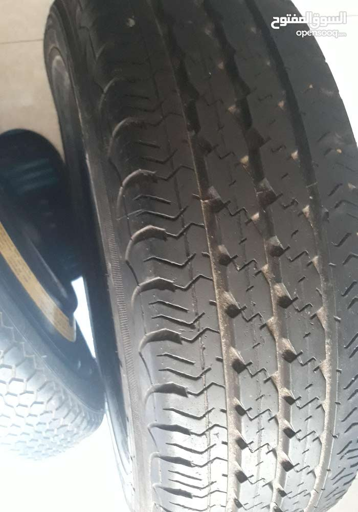 pneux 15x70x195 très bonne état et roue galette pour secour
