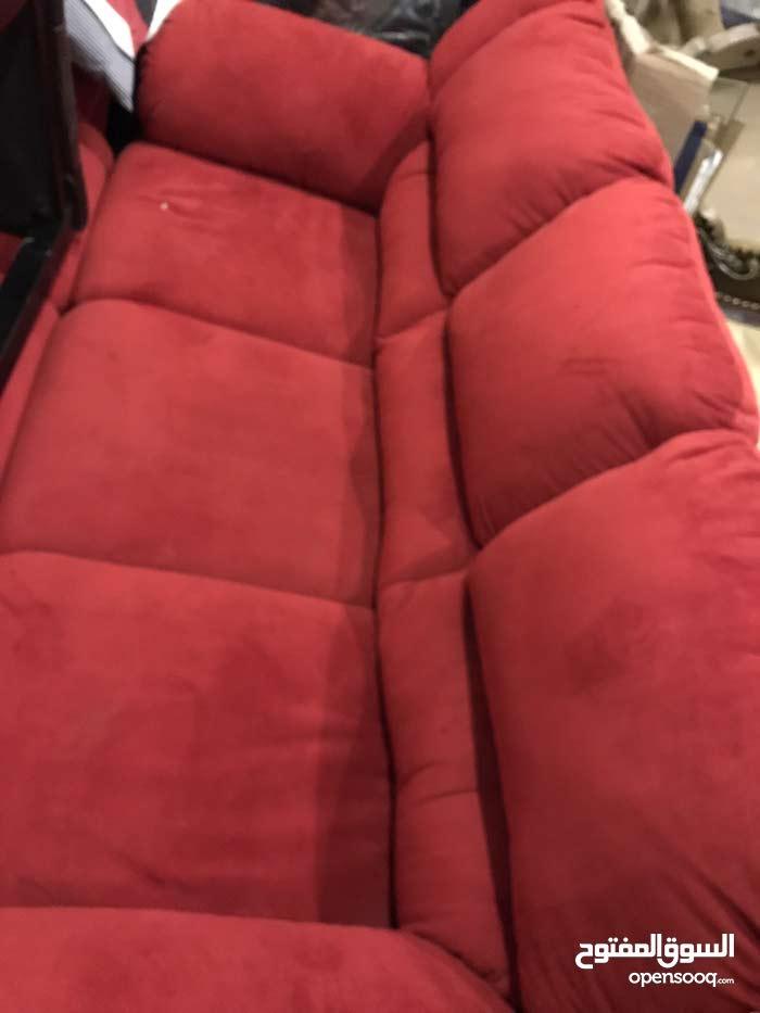 طقم كنب أمريكي 6مقاعد (ثلاثيات) لون احمر دم الغزال مخمل مع إمكانية أخذ قطعة واحدة فقط