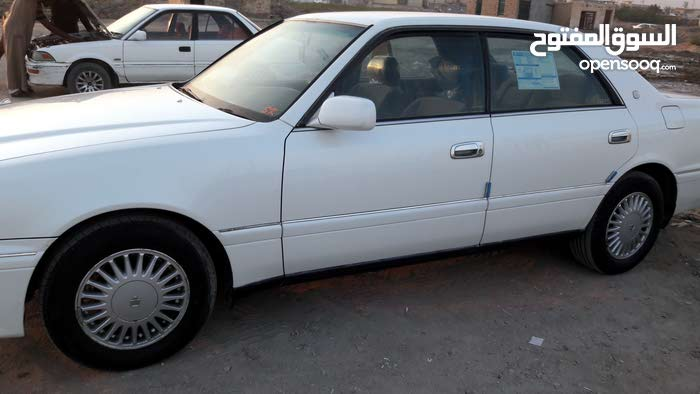 Used condition Toyota Crown 2000 with 1 - 9,999 km mileage