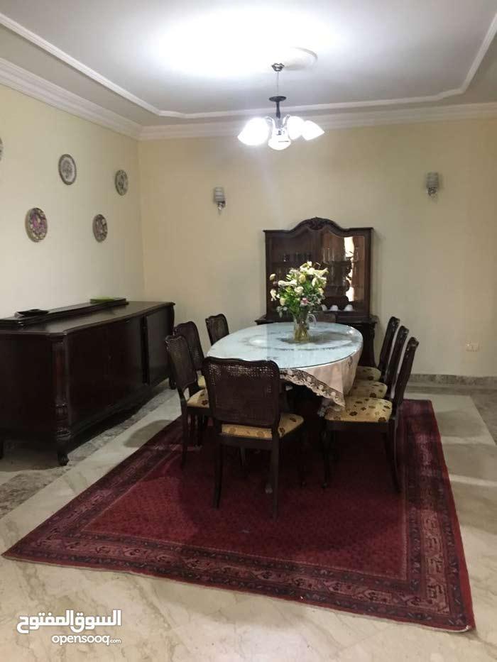 شقة للإيجار مفروش بموقع متميز بالشيخ زايد