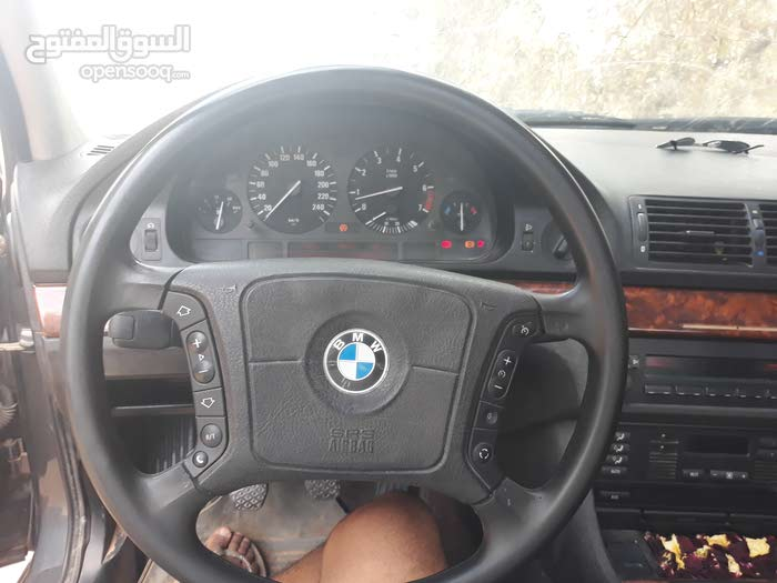 Used condition BMW 523 1998 with +200,000 km mileage