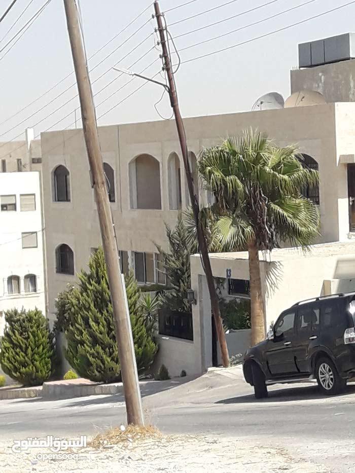 شقه مفروشه للايجار،شارع كوريدور عبدون بالقرب من مطعم قصر الصنوبر