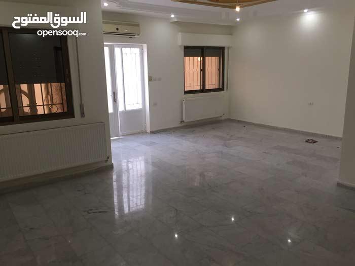 شقة للايجار في الرونق خلف مدارس القمة شارع المطار بسعرر مميز