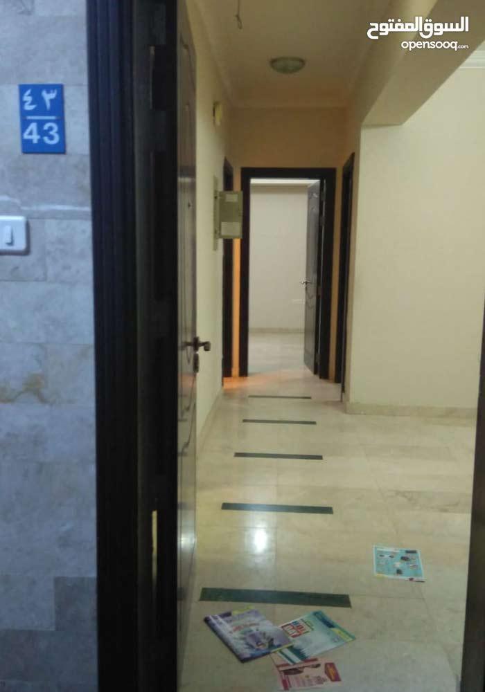 شقة للإيجار بالقرب من نيستو وأسواق راشد