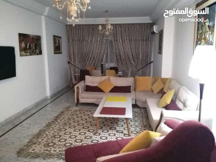شقة جميلة مفروشة 240م للايجار بالحي الديبلوماسي المنزه