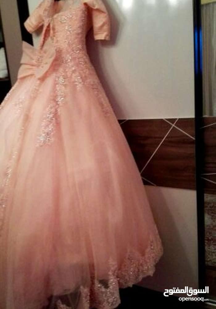 فستان كبير لبسة واحدة اللون مشمشي