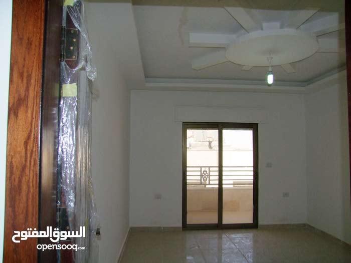 شقة ارضية مساحة 155م مع ترس 40م بشارع الحرية للبيع بتشطيبات فاخرة