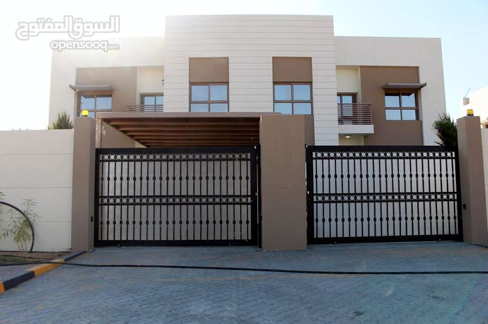 Villa consists of 5 Rooms and More than 4 Bathrooms in Sharjah