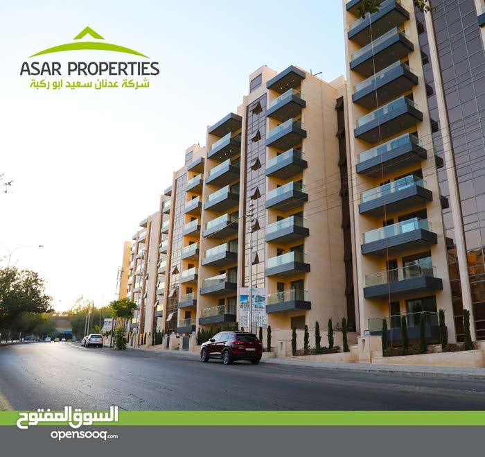 شقه أرضيه 140م للبيع في عبدون مع تراس 80 م و مدخل خاص