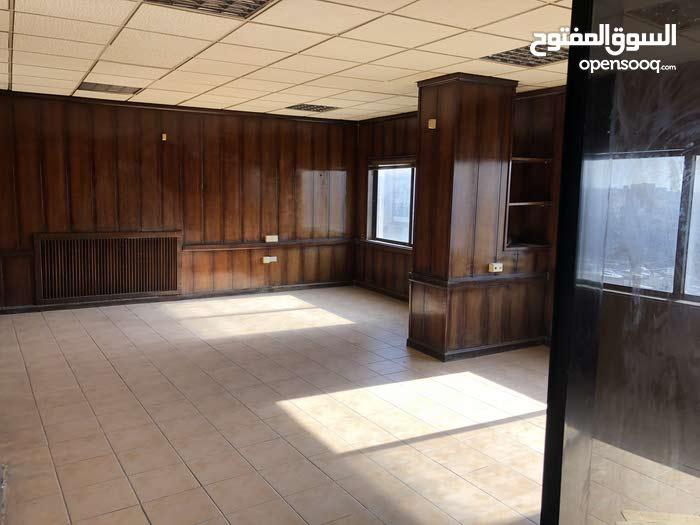 مكتب للإيجار بالجاردنز