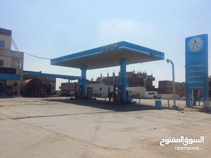 محطة بنزين وخدمه سيارات تبعد عن طريق مصر اسكندرية الصحراوي 7كم
