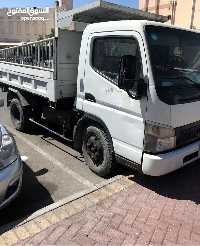 للبيع قلاب ميتسوبيشي 2012 ياباني 5 طن
