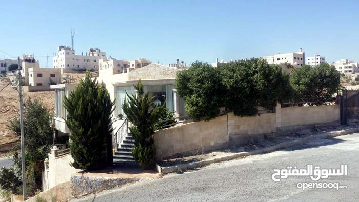 Villa consisting 4 Rooms and More than 4 Bathrooms is available for sale