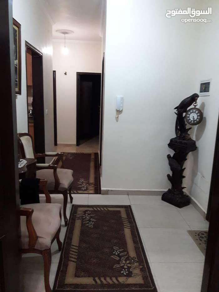 شقة مميزة بشارع افريقيا الحوش