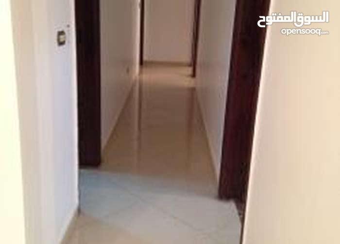 مكتب للايجار 200م بشارع حسنين هيكل الرئيسى مدينة نصر واجهة على الشارع
