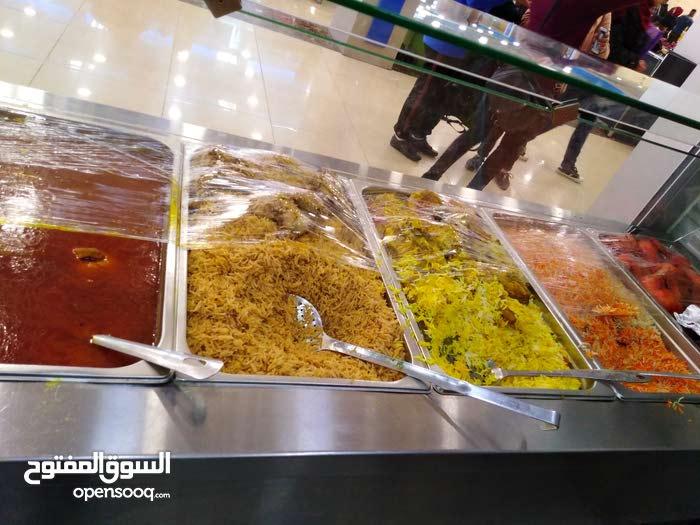 مطعم مأكولات يمنية وخلبجية شغال بشكل ممتاز بموقع مميز للبيع بكامل معداته