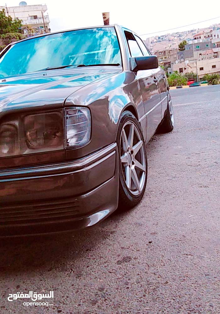 Automatic Grey Mercedes Benz 1994 for sale