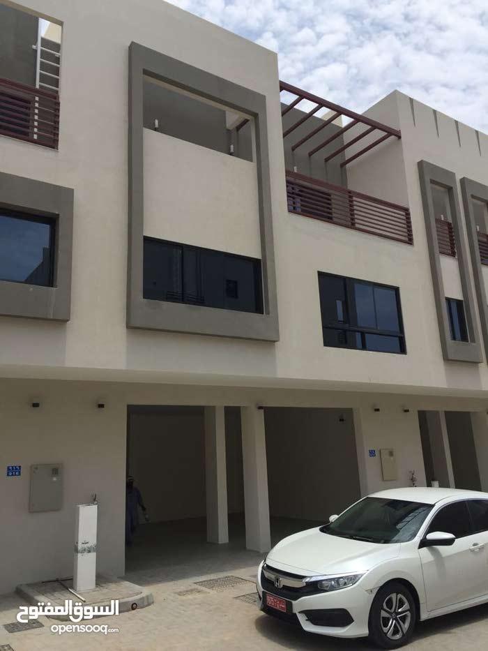 villa for rent in Al-seeb dar Al-zeen