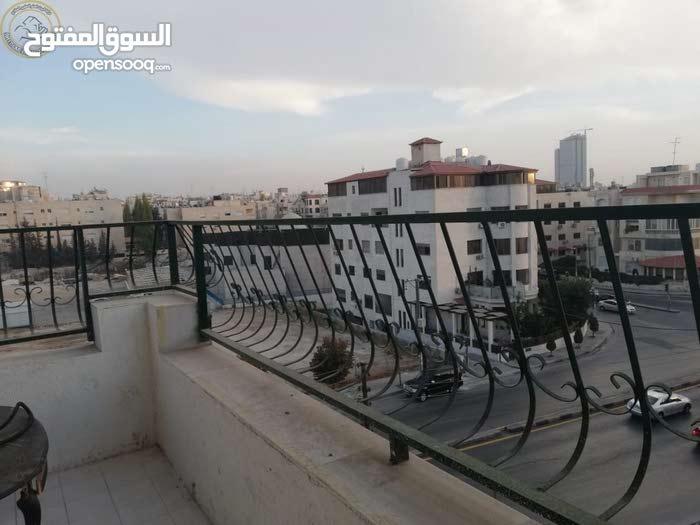 شقة مميزة للبيع في الرابية قرب الكالوتي طابق ثالث 240م بسعر 115000
