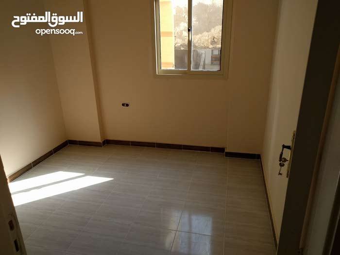 apartment in building 20+ years is for sale Alexandria