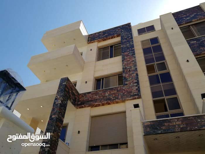 شقة بمواصفات عالية وتشطيب فندقي في مرج الحمام((دوار الاتصالات)) ومن المالك مباشرة