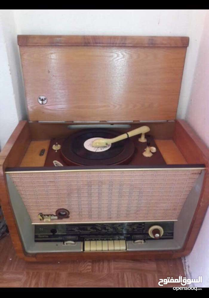 راديو مع قرامافون يعود الى حقبه الستينيات للبيع
