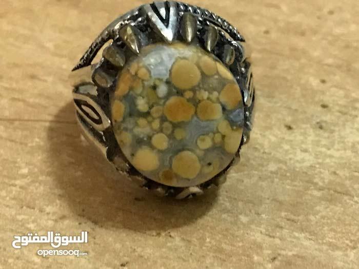 خاتم بحجر كريم
