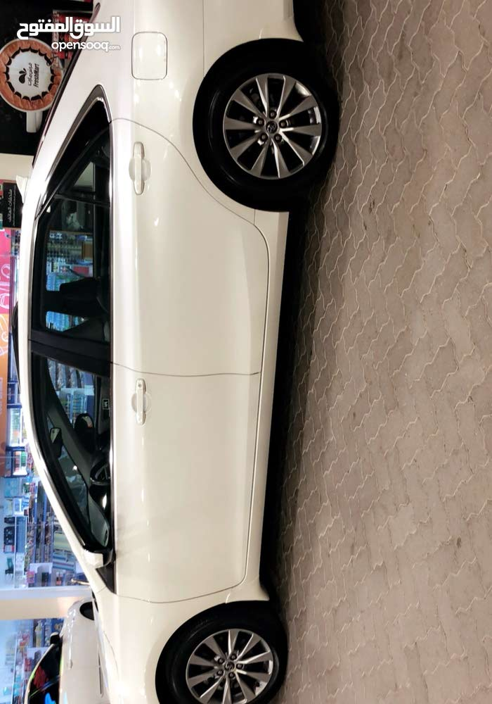 Toyota Camry car for sale 2015 in Saham city