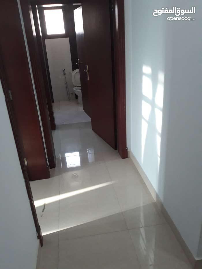 شقة للايجار فى العدلية قريبه على بنك BBk  مكونه من 2غرفة 2حمام صالة كبيرة مطبخ