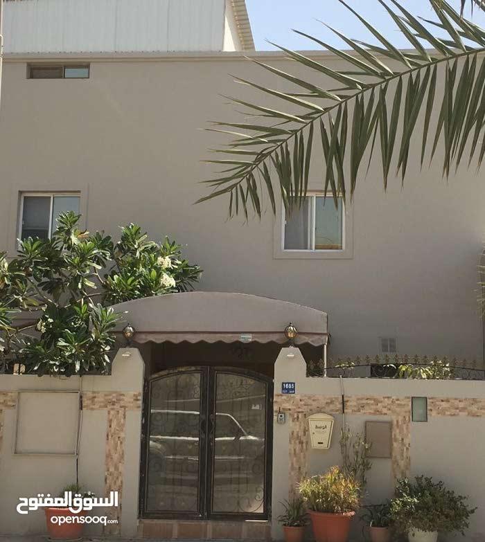 للبيع بيت في مدينة حمد دوار 4