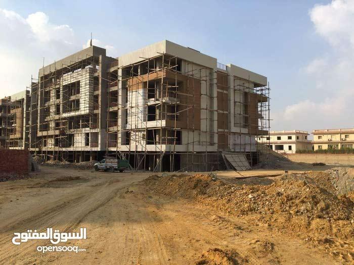 شقة بكمبوند جراندا بمدينة الشروق