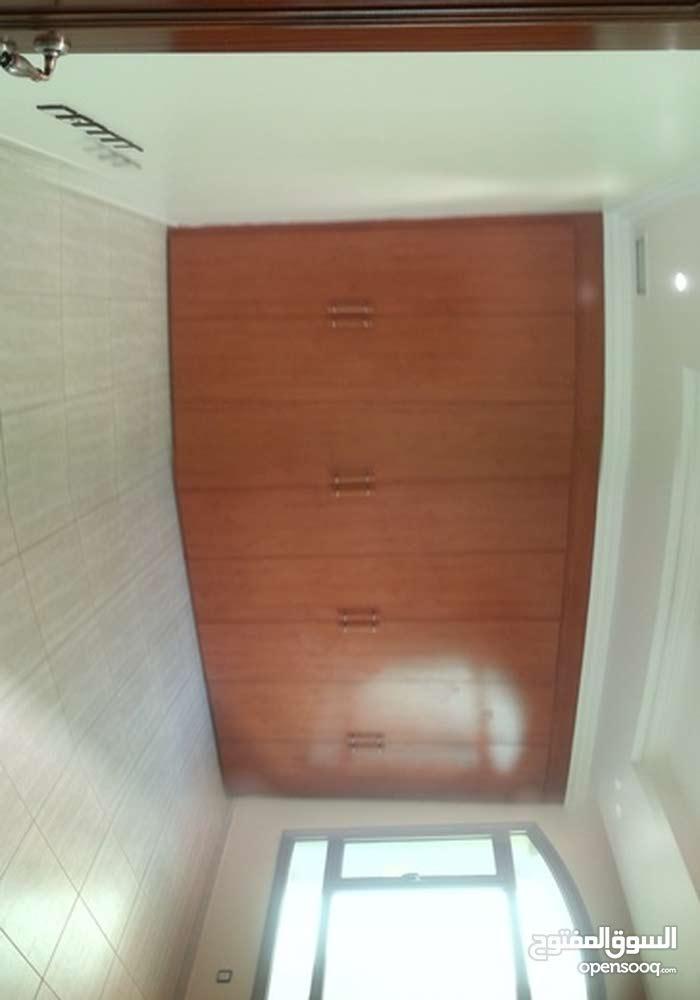 للإيجار شقة في السالمية ق 5 - 245 م صالة طعام 3 غرف نوم واحدة ماستر 4 حمام مطبخ مجهز غرفة غسيل