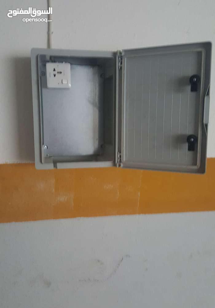 خزانة شاحن نيسان ليف مع سلك مستعمل  (2.5) ملم ( 3 ) خطوط للبيع بسعر مغري