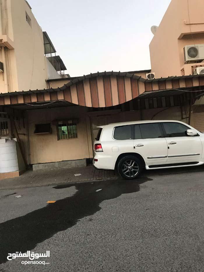 للبيع بيت في منطقة عراد