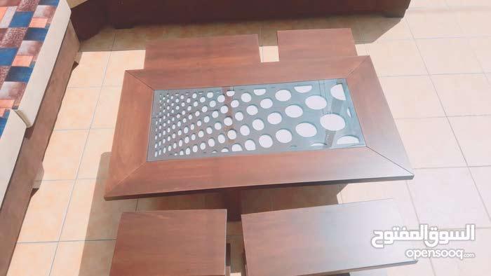 طاولة وسط عرض