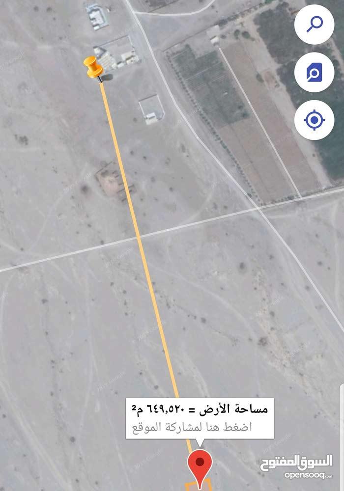 للبيع أرضين في بركاء الدهس كورنر ووسطية شبك تبعد عن المسجد 500متر فقط جنب منازل