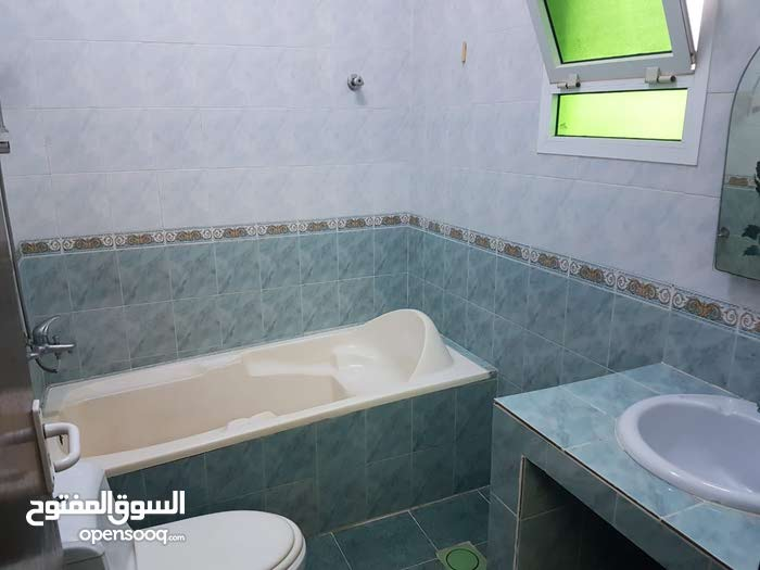 شقة مكيفة مؤثثة حسب الصور 170ريال شامل الكهرباء والماء والانترنت