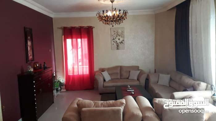 شقة طابق ثالث مساحة 150م للبيع/ الزهور 35