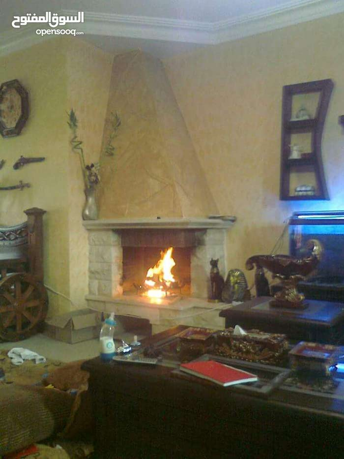 Villa consisting 5 Rooms and 3 Bathrooms is available for sale