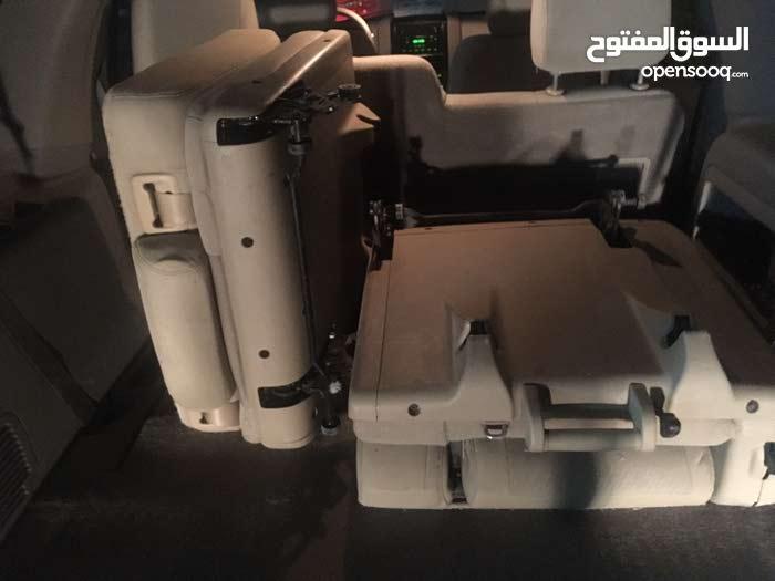 للبيع كرسي ثلث تاهو موديل2010 رجاء للتواصل عبر المسج والوتساب على هذا الرقم 97181275