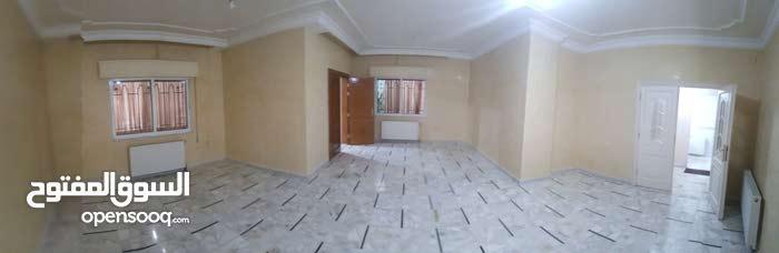 شقة أرضية في اجمل مناطق الجندويل للبيع