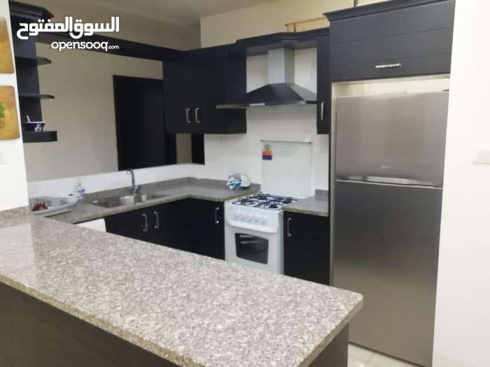 شقة للايجار في عبدون مميزة جدا * للايجار اليومي * فخمة