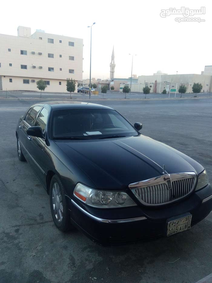 Used condition Lincoln Town Car 2007 with 190,000 - 199,999 km mileage
