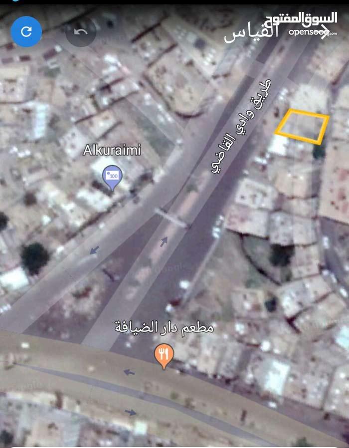 ارض 9 قصب  وادي القاضي الشارع العام