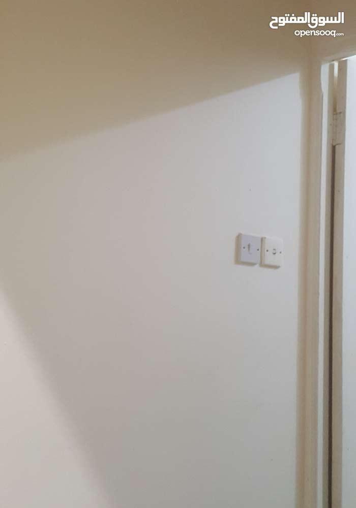 غرفة و صالة و مطبخ و حمام شامل كهربا ماء و كيفان غي الخريطيات