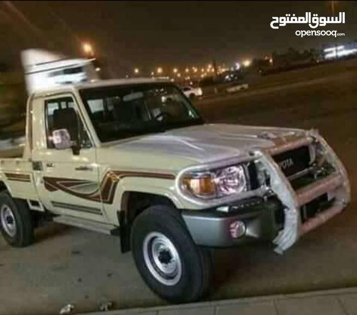 يمني يبحث عن عمل غسيل سيارات