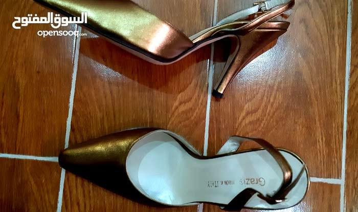 احذيه مناسبات 2 مستعملات استعمال نظيف وواحده جديده