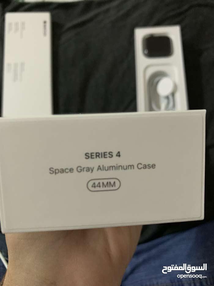 Apple Watch series 4 44m للبيع