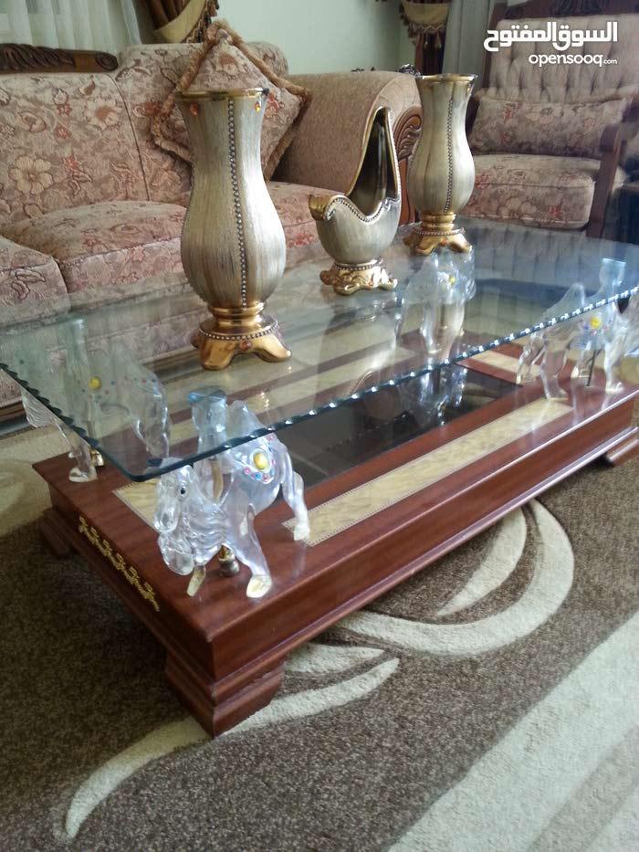 طاولة كريستال بحالة ممتازه للبيع